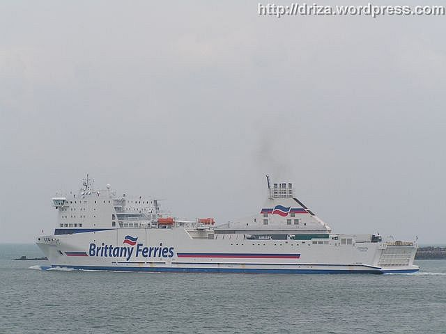 Aquí se ve el Cotentin saliendo de Cherbourg