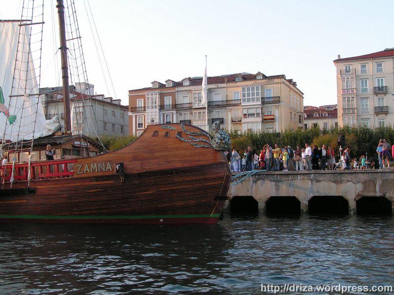 Mucha gente se acercó a ver el Zamná mientras estuvo en Santander