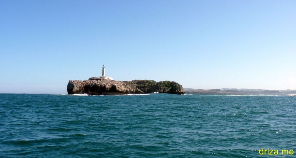 Pequeñas rompientes por la mar de fondo en Mouro