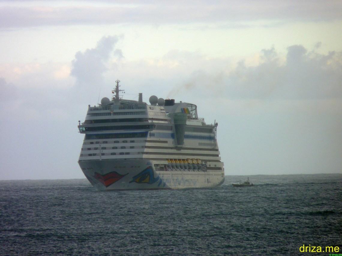 Junto a la embarcación de Prácticos (Foto: Dogbert)