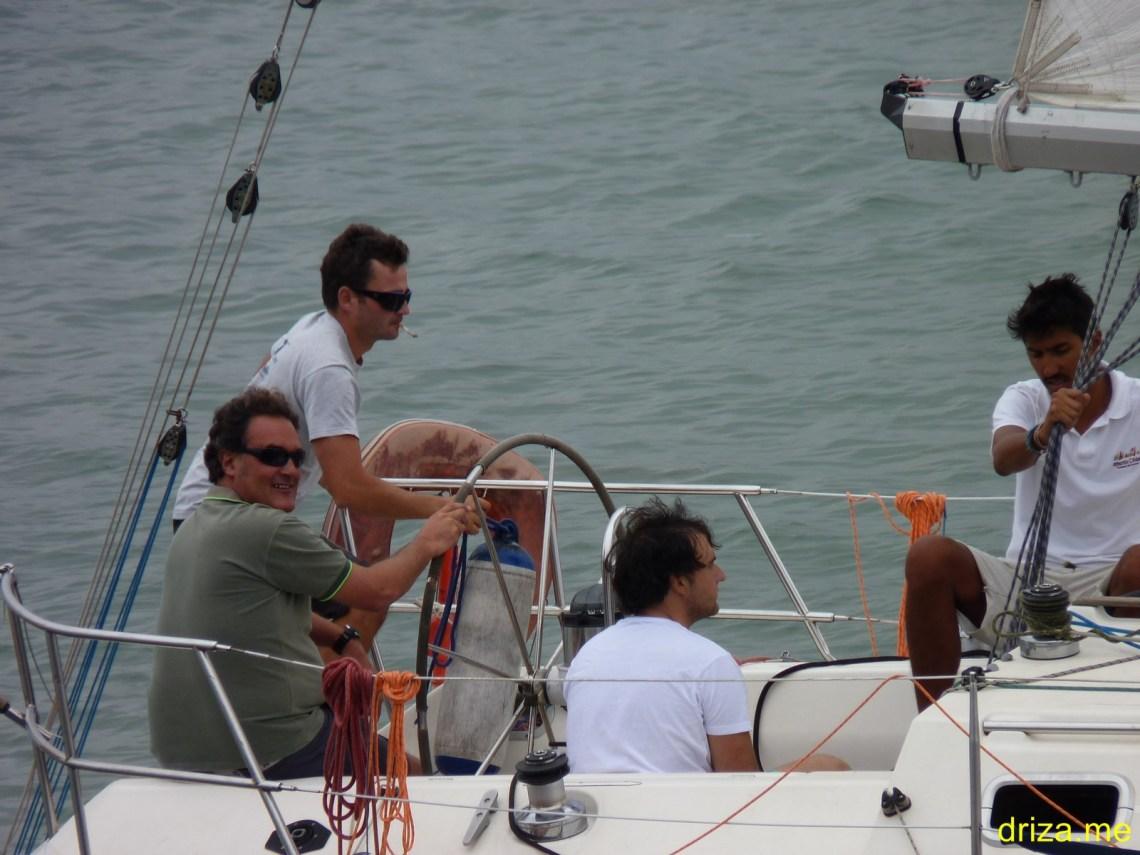 ESP-4256 Capitán Nico posando