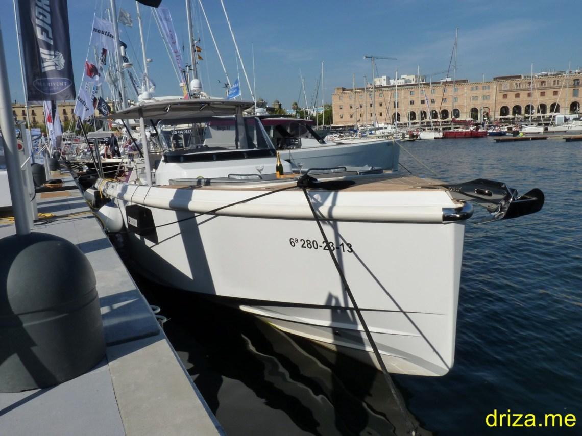 Barcos de diseño ultramoderno