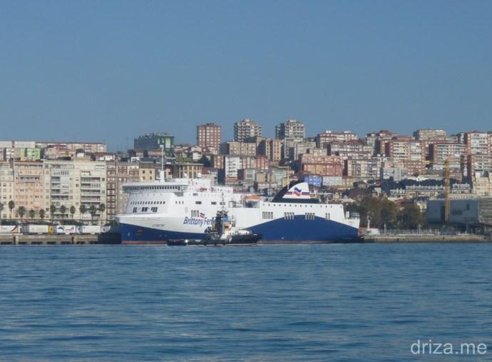 Remolcador y Ferry Etretat